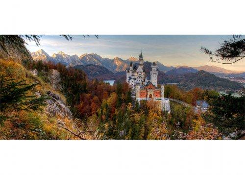 Schloss Neuschwanstein mit Alpsee und Tannheimer Gebirge, Schwangau bei Füssen, Schwaben, Bayern, Deutschland.