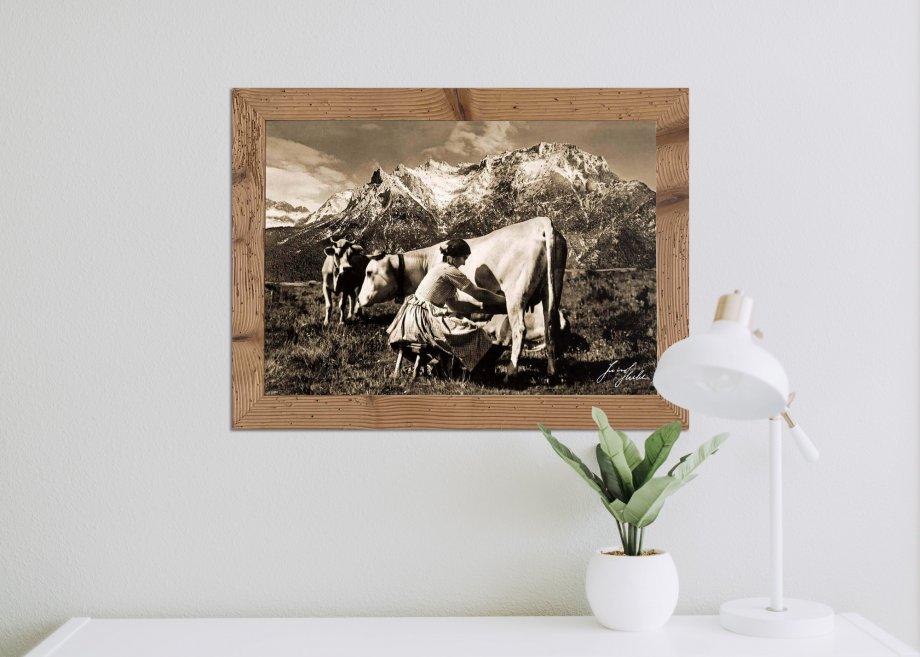 Alm mit Kuh und Frau