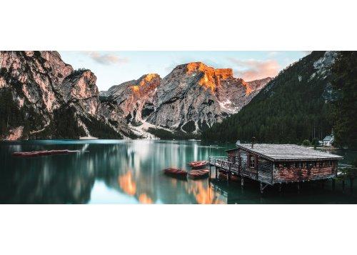 Bootshaus am Pragser Wildsee mit Seekofel (2810m)