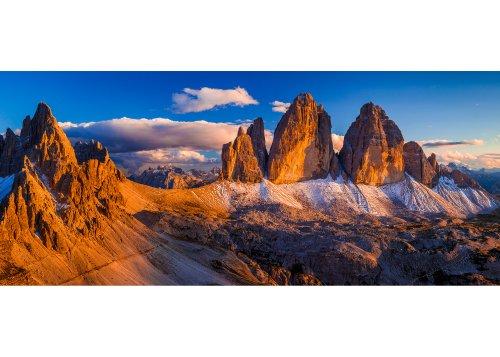 Blick vom Sextnerstein (Sasso di Sesto) auf die Drei Zinnen (Tre Cime di Lavaredo) und den Paternkofel (Monte Paterno) bei Sonnenuntergang Naturpark Sextner Dolomiten