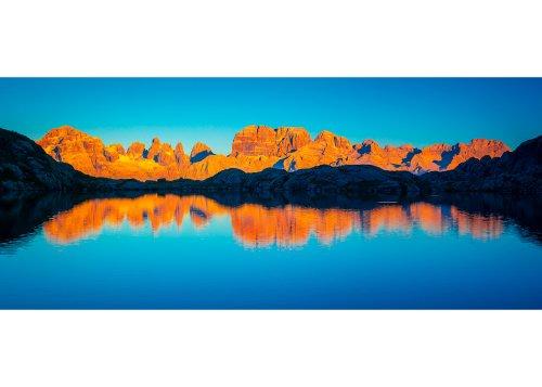Nero See, Adamello Brenta Naturpark, Trentino Alto Adige, Italien. Der presanella Kette bei Sonneruntergang